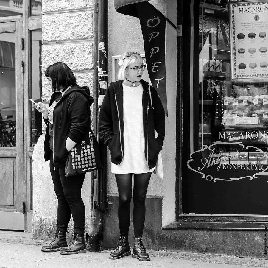 Street Photo - Street Smart Girls