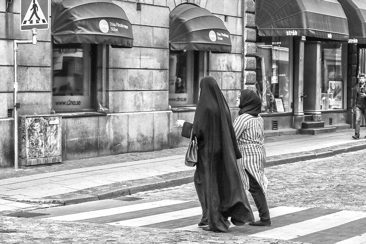 Street Photo - Cross passage Sweden
