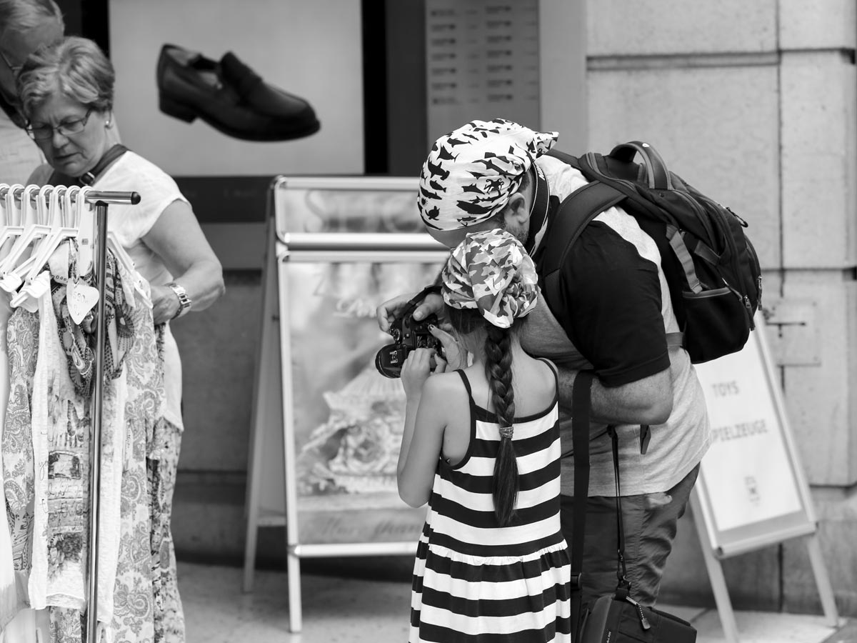Street Photography - Face to Face - Role Model.